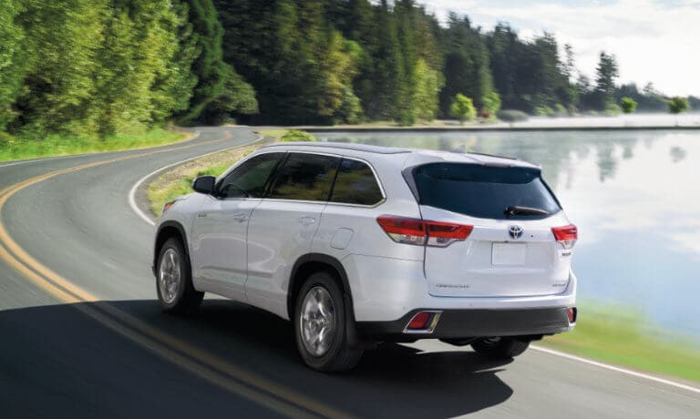 2019 Toyota Highlander exterior driving by lake