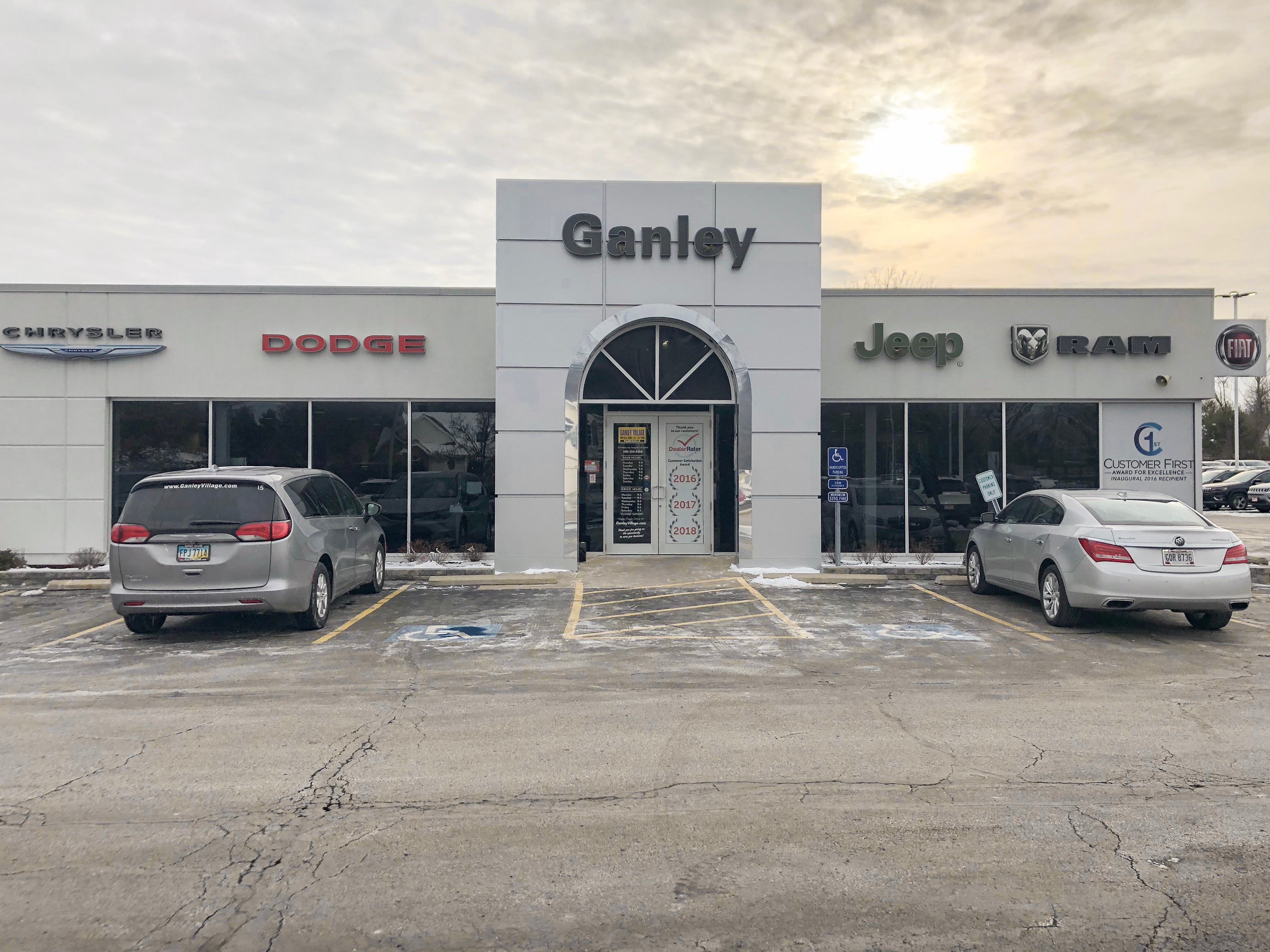 Jeep Dealers Cleveland >> Ganley Village Chrysler Dodge Jeep Ram Fiat Painesville Jeep