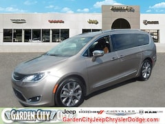 Used 2018 Chrysler Pacifica Limited Limited FWD for sale in Long Island