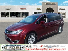 Used 2018 Chrysler Pacifica Touring L Touring L FWD for sale in Long Island