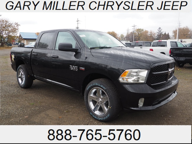 New 2018 Ram 1500 EXPRESS CREW CAB 4X4 5'7 BOX Crew Cab Erie