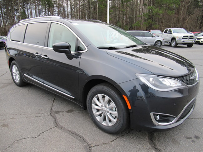 New 2019 Chrysler Pacifica Touring L Minivan for sale near Charlotte