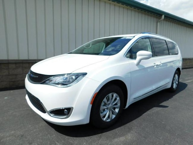 New 2018 Chrysler Pacifica TOURING L PLUS Passenger Van for sale/lease near Rochester, NY