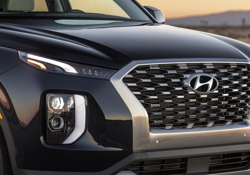 Close view of the front bumper and grille on the 2020 Hyundai Palisade
