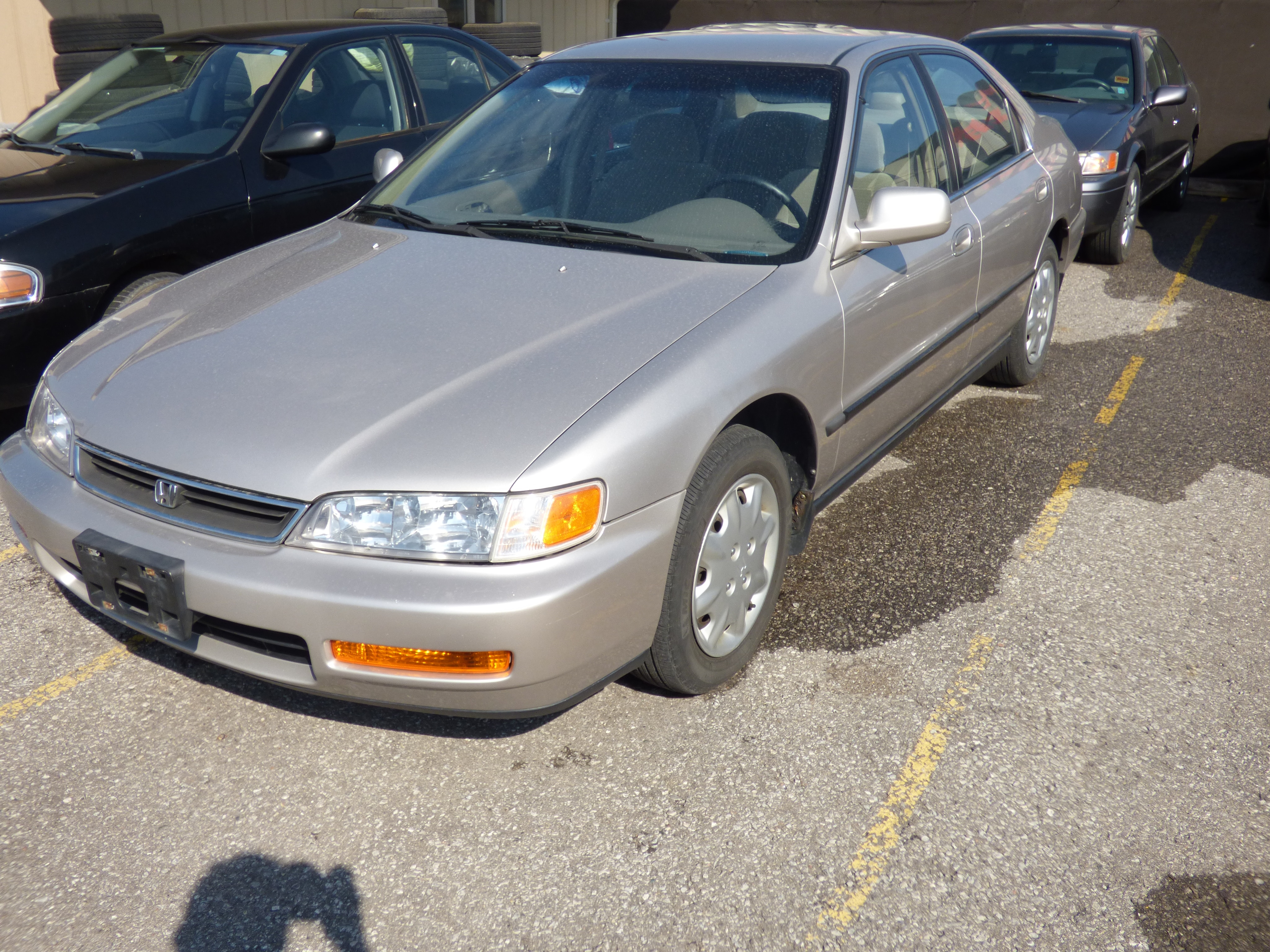 1996 Honda Accord EX & POWER WINDOWS & CASSETTE PLAYER Sedan