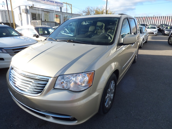 2011 Chrysler Town & Country TOURING & NAVI & BACK UP CAMERA & LEATHER Minivan