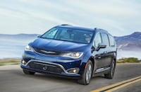 2019 Chrysler Pacifica Hybrid Near Long Beach