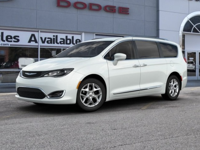 New 2019 Chrysler Pacifica TOURING L Passenger Van in St. Louis