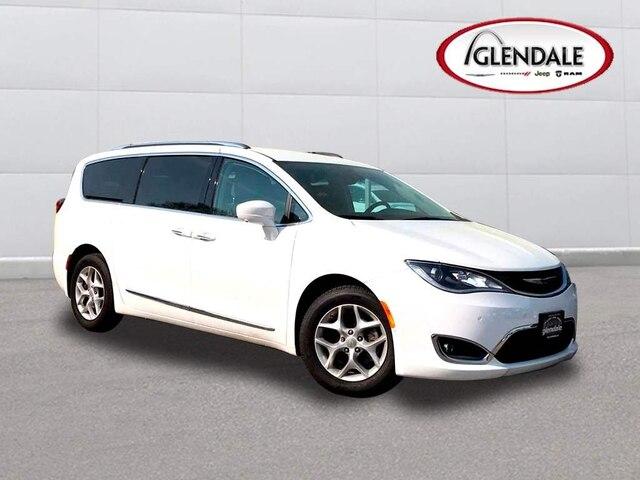 2017 Chrysler Pacifica Touring-L Plus Mini-Van