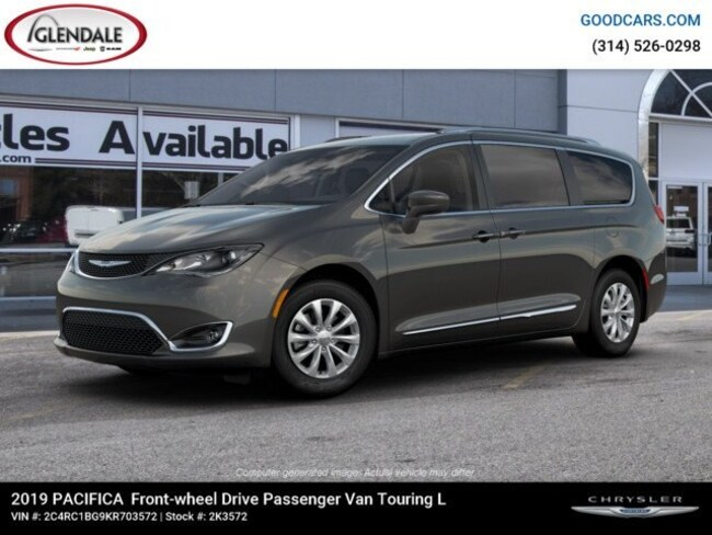 New 2019 Chrysler Pacifica TOURING L Passenger Van in St. Louis