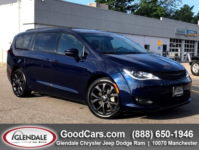 Used 2018 Chrysler Pacifica Limited Mini-Van in St, Louis