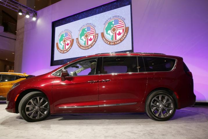 2017 Chrysler Pacifica Red Side Exterior