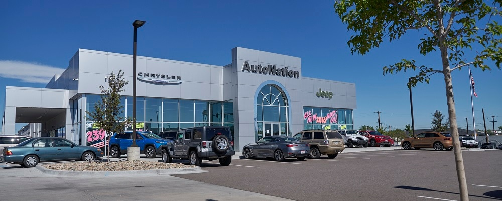 Exterior view of Autonation Chrysler Jeep Broadway during the day