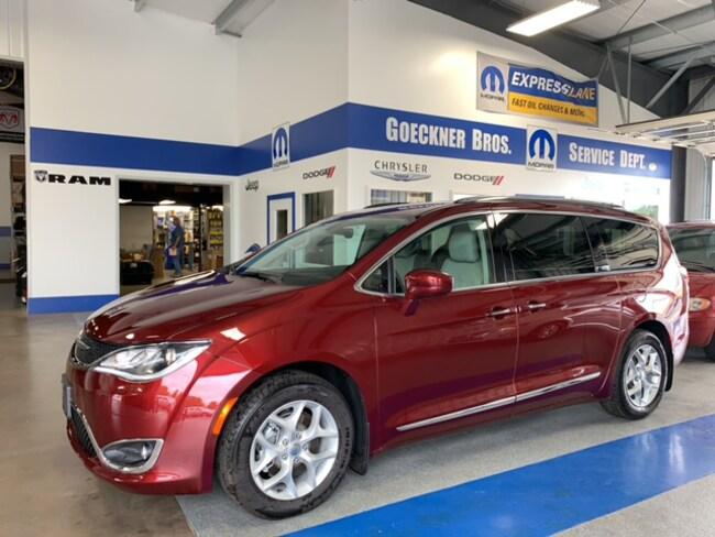 New 2019 Chrysler Pacifica TOURING L Passenger Van for sale Effingham, Illinois