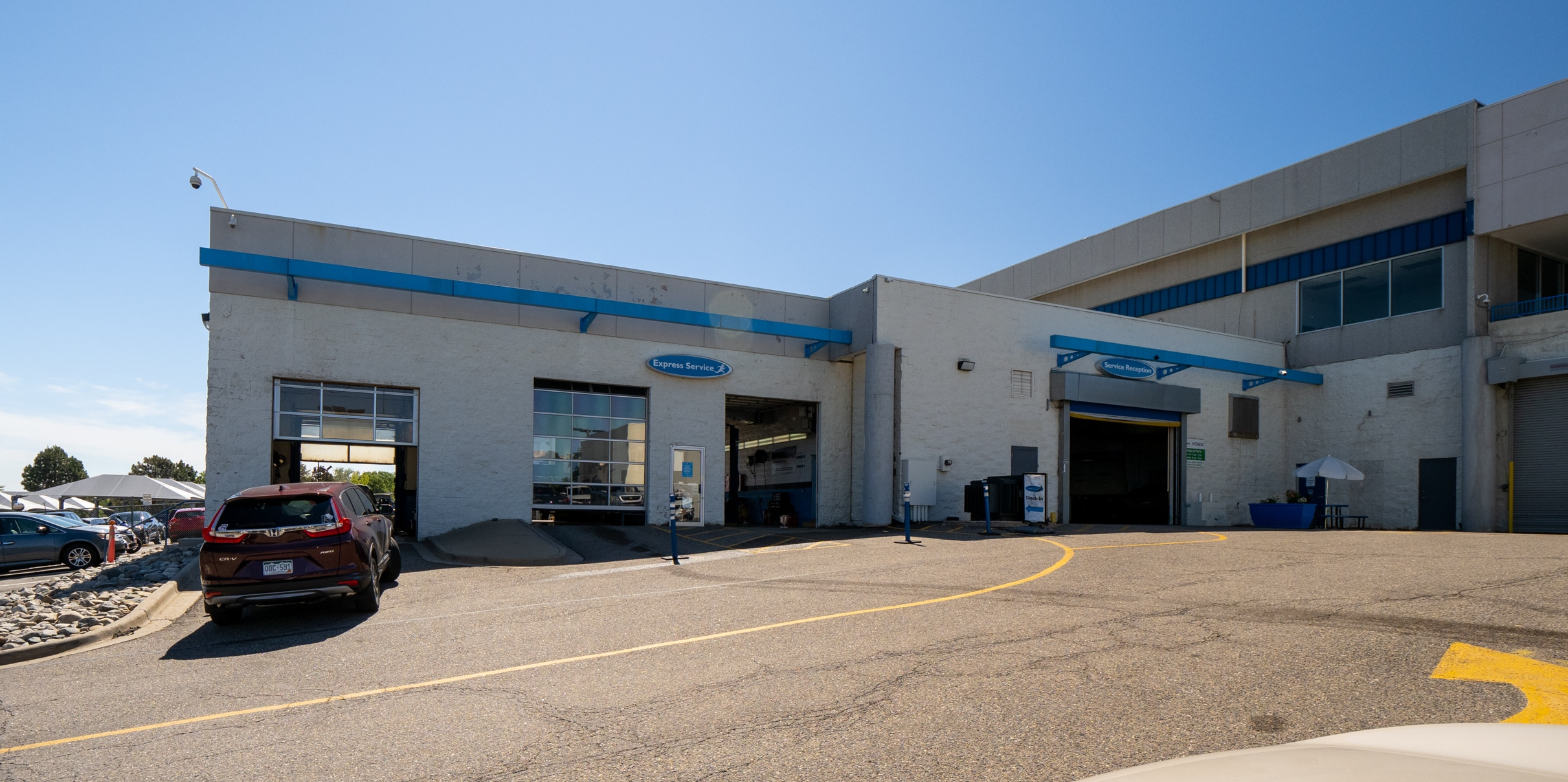 Exterior view of AutoNation Honda 104