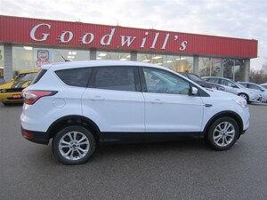 2017 Ford Escape SE! CLEAN CARPROOF! HEATED SEATS! BACKUP CAMERA!