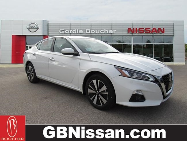 New Nissan vehicle 2019 Nissan Altima 2.5 SV Sedan for sale near you in Greenfield, WI
