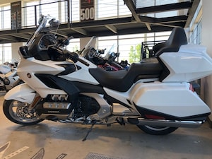 2018 HONDA GL1800 Goldwing Touring 2018  *** RABAIS DE 4500$ ***