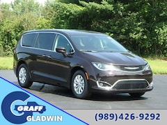 DYNAMIC_PREF_LABEL_INVENTORY_LISTING_DEFAULT_AUTO_ALL_INVENTORY_LISTING1_ALTATTRIBUTEBEFORE 2018 Chrysler Pacifica TOURING PLUS Passenger Van