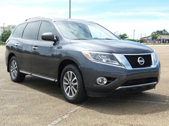 Used 2013 Nissan Pathfinder For Sale at Gray Daniels Auto