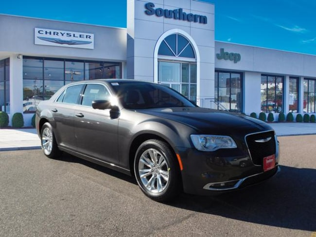 New 2019 Chrysler 300 TOURING L Sedan in Chesapeake