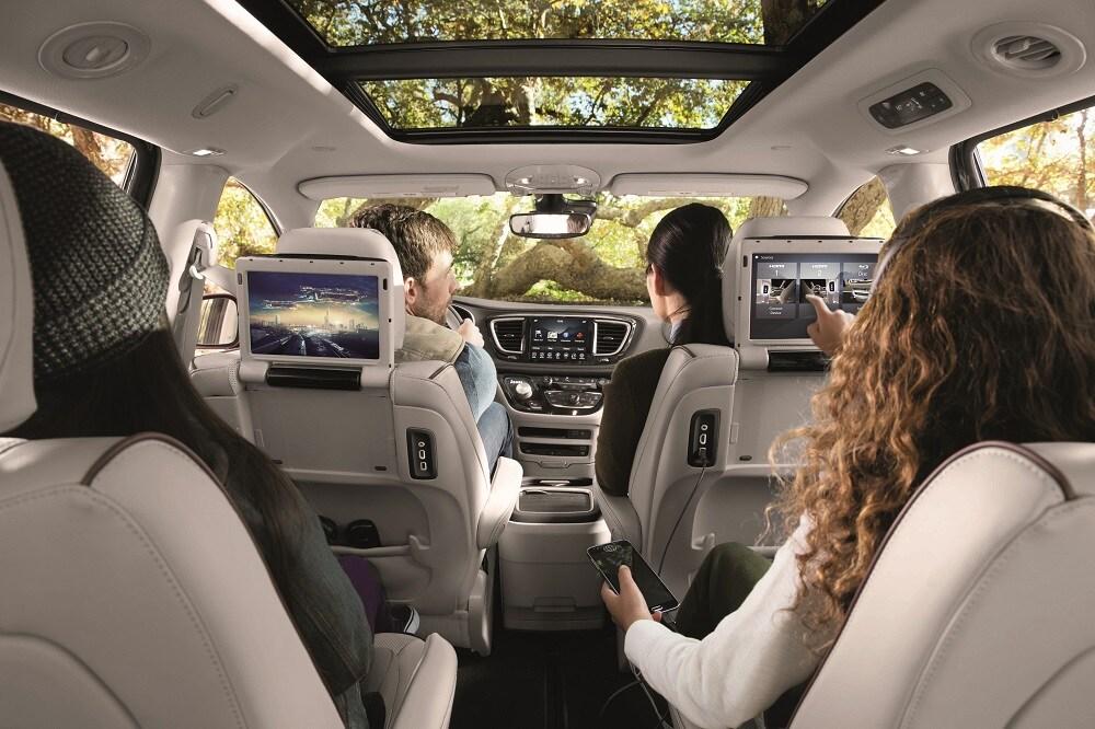 Chrysler pacifica interior review cargo space - Interior pictures of chrysler pacifica ...