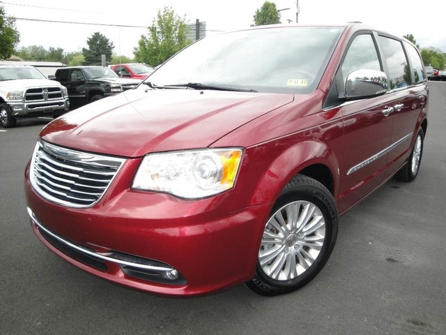 2013 Chrysler Town & Country Limited Van