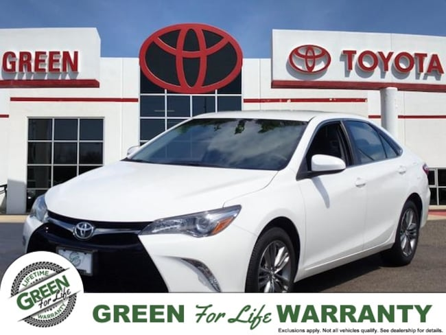 2017 Toyota Camry SE w/ Leather, Bluetooth & Backup Camera Sedan