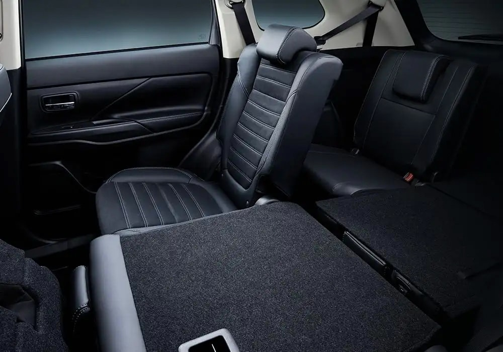 Image of the Outlander's 3 row seating.