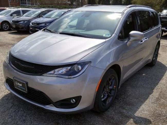 New 2019 Chrysler Pacifica TOURING L Passenger Van for sale in Virginia Beach