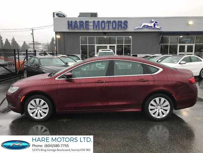 2015 Chrysler 200 LX  w / Low Kilometers Sedan
