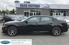 2018 Chrysler 300 S w / Navigation , Backup Cam & Pano Roof Sedan