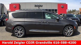 2018 Chrysler Pacifica LIMITED Passenger Van in Grandville MI