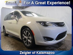 New Chrysler Dodge Jeep Ram 2019 Chrysler Pacifica LIMITED Passenger Van 2C4RC1GGXKR627420 for sale in Kalamazoo, MI
