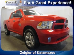 New Chrysler Dodge Jeep Ram 2019 Ram 1500 Classic EXPRESS CREW CAB 4X4 5'7 BOX Crew Cab 1C6RR7KG7KS537964 for sale in Kalamazoo, MI