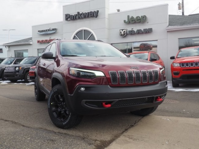 new 2019 Jeep Cherokee TRAILHAWK 4X4 Sport Utility For Sale/Lease Dover, OH
