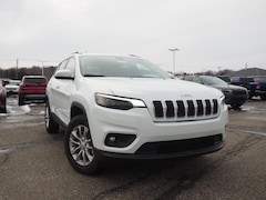 New 2019 Jeep Cherokee LATITUDE 4X4 Sport Utility 1C4PJMCB4KD114157 for sale in Dover, OH