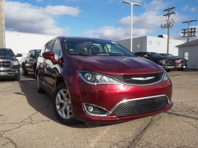 new 2019 Chrysler Pacifica TOURING PLUS Passenger Van For Sale/Lease Dover, OH