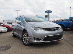 2018 Chrysler Pacifica LIMITED Passenger Van 2C4RC1GG5JR357477