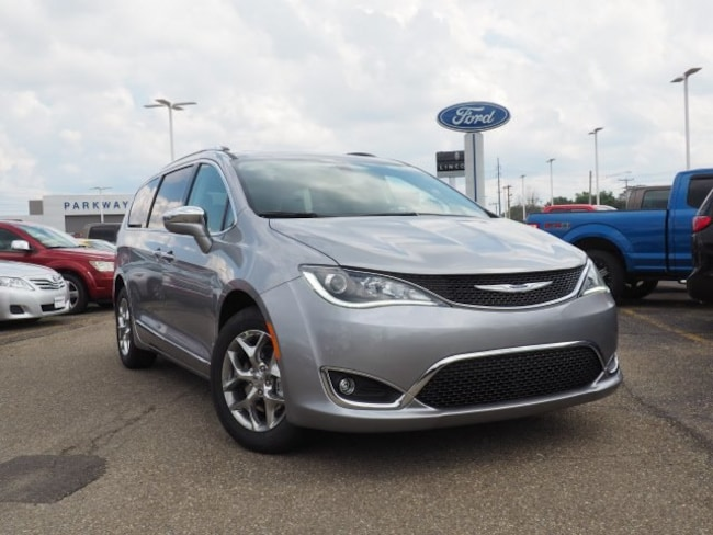 new 2018 Chrysler Pacifica LIMITED Passenger Van For Sale/Lease Dover, OH