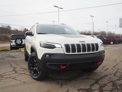 New 2019 Jeep Cherokee TRAILHAWK ELITE 4X4 Sport Utility 1C4PJMBXXKD379985 for sale in Dover, OH