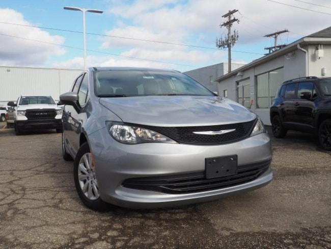 new 2019 Chrysler Pacifica L Passenger Van For Sale/Lease Dover, OH