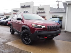 New 2019 Jeep Cherokee TRAILHAWK 4X4 Sport Utility 1C4PJMBX0KD450417 for sale in Dover, OH