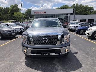 2017 Nissan Titan SV 4x4 Crew Cab SV