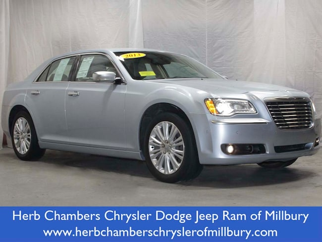 2013 Chrysler 300 Luxury Series Car