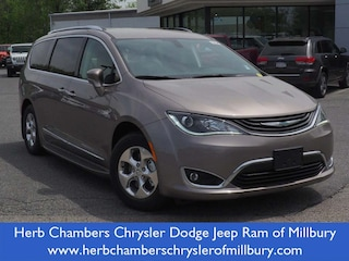 New 2018 Chrysler Pacifica Hybrid TOURING L Passenger Van in Boston, MA