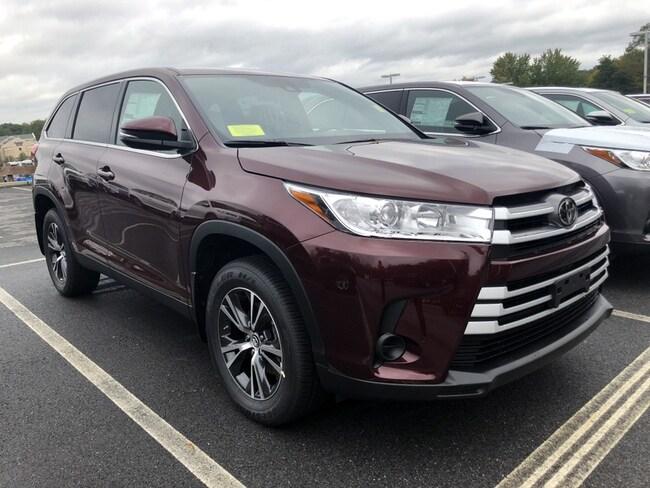 New 2019 Toyota Highlander LE V6 SUV near Boston