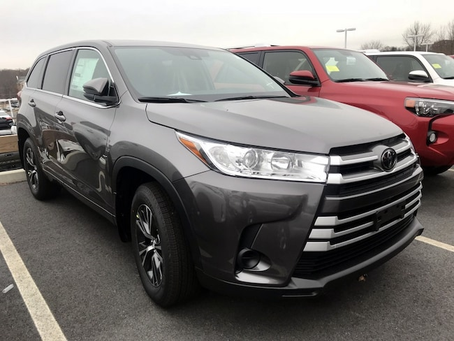 New 2019 Toyota Highlander LE V6 SUV near Boston