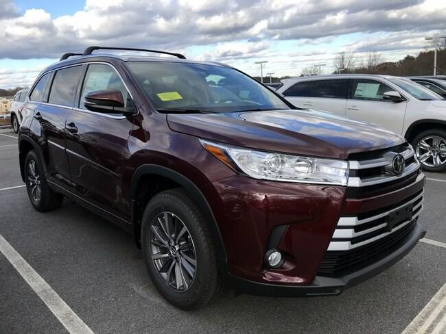 New 2019 Toyota Highlander XLE V6 SUV near Boston