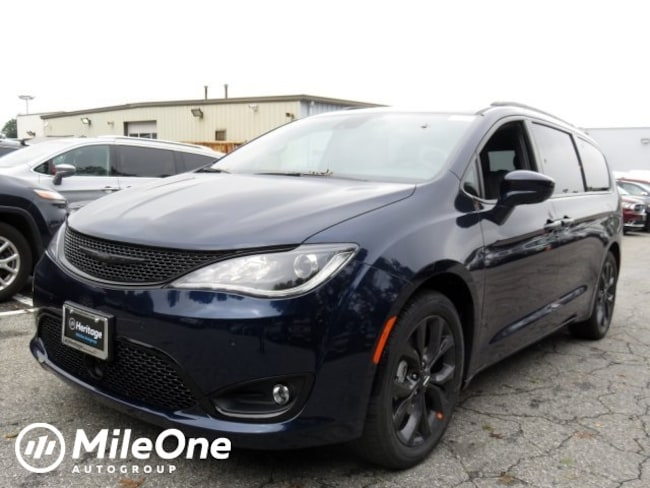 New 2019 Chrysler Pacifica TOURING L PLUS Passenger Van Owings Mills